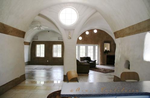 2320© 3 vault home (interior)